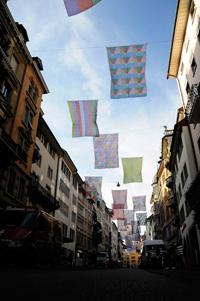 31 bedruckte Fahnen aus Polyester, je 400 x 300 cm